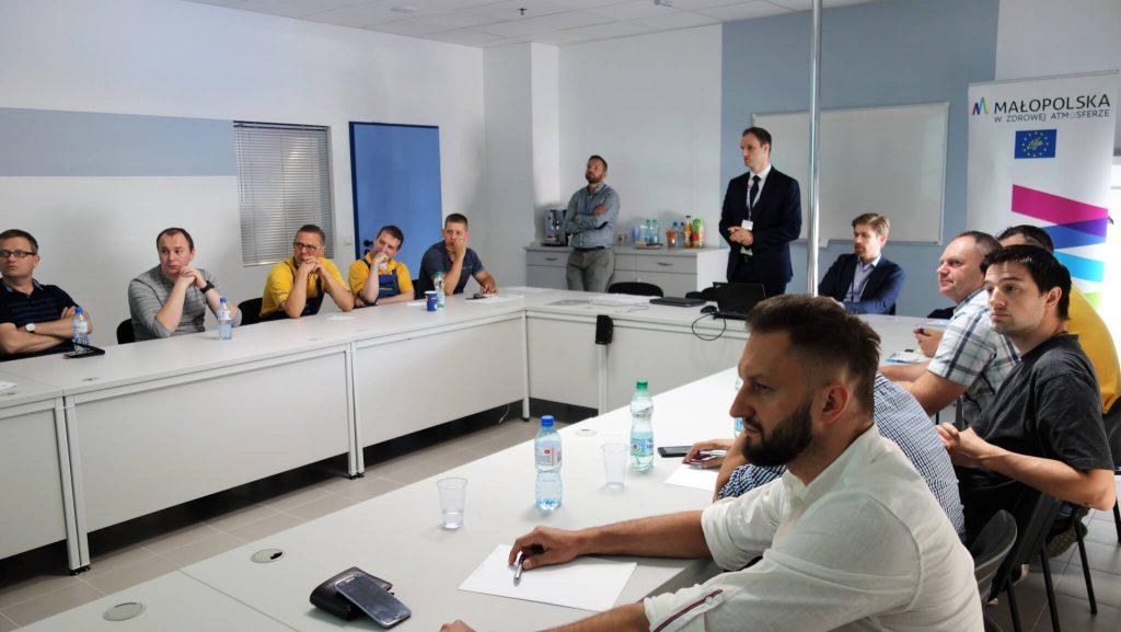 Szkolenie Dla Pracownikow Castoramy Z Zakresu Wymogow Uchwaly Antysmogowej Malopolska W Zdrowej Atmosferze