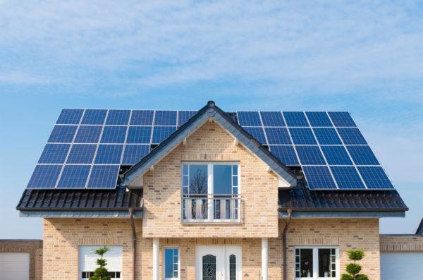 panele-solarne,-dach